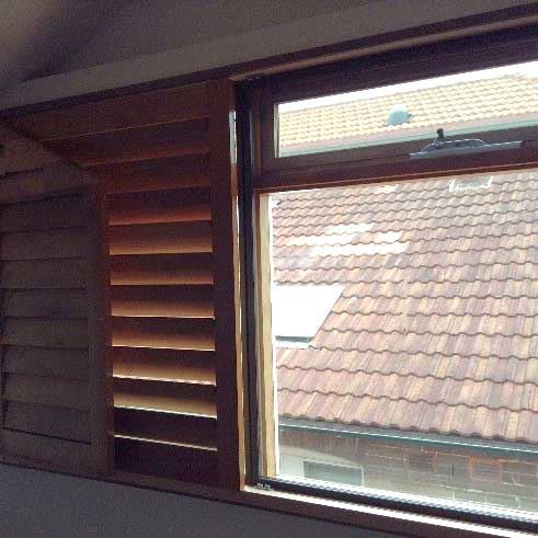 Soundproof double glazed window with blinds